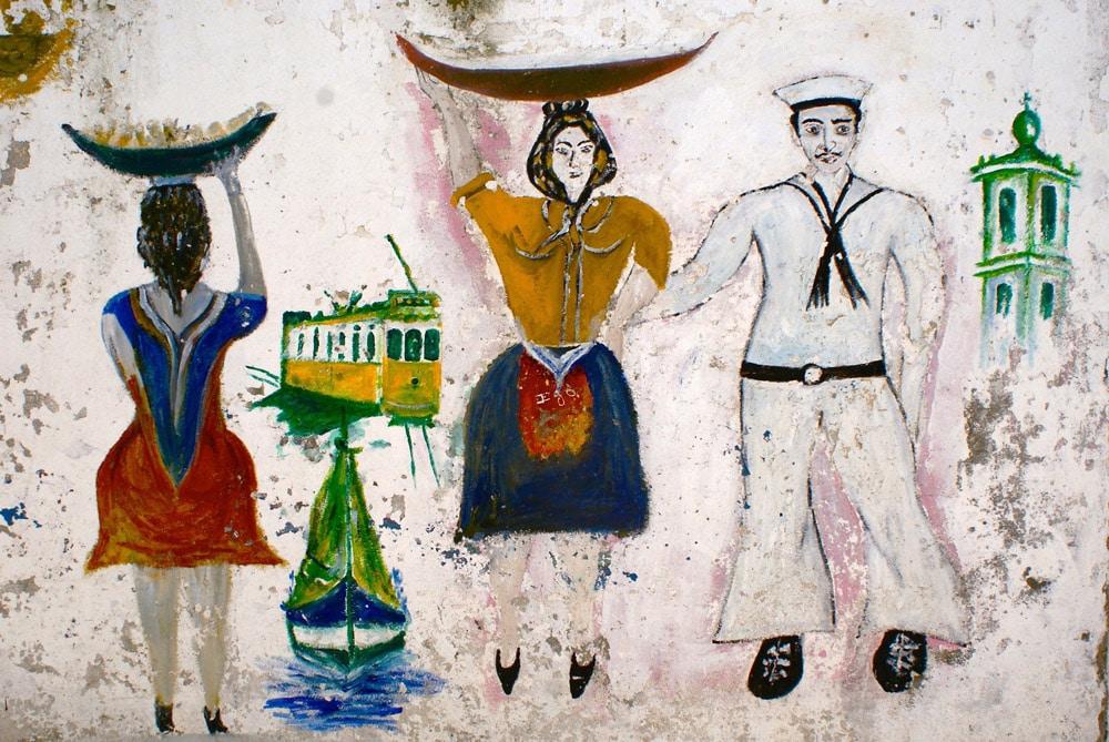 Street art retro dans le quartier d'Alfama à Lisbonne.