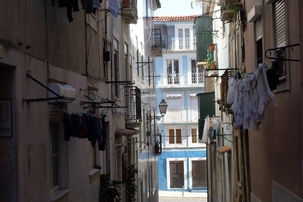 Ruelle de l'ancien quartier arabe de Lisbonne.