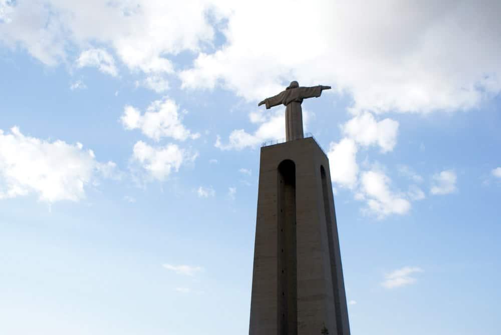 Statue de Jésus Roi à Lisbonne sur le modèle de celle de Rio de Janeiro.