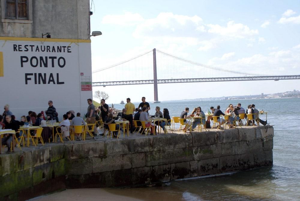 Ponto Final : Restaurant de la rive sud de Lisbonne au bord de l'eau.
