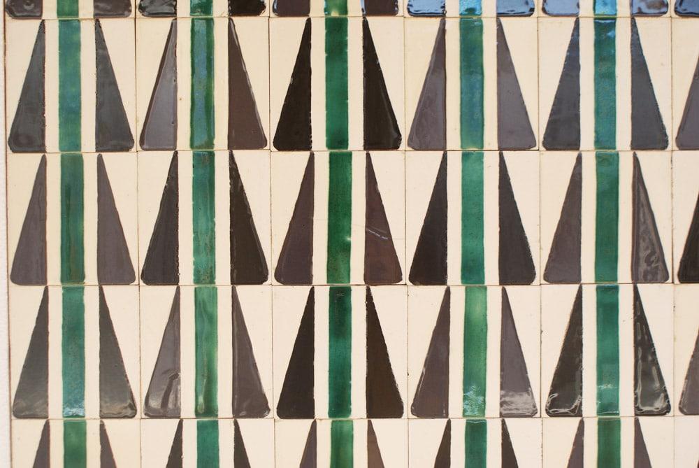 Motif géométrique moderne au Musée de l'Azulejo à Lisbonne