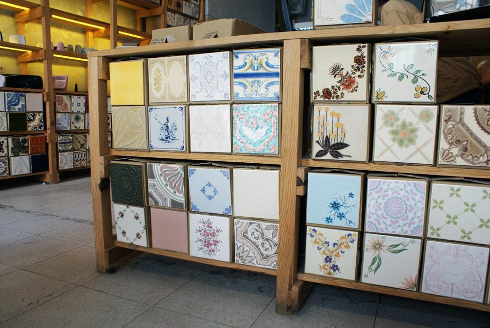 > Boutique Cortiço & Netos à Lisbonne spécialisé dans les azulejos.