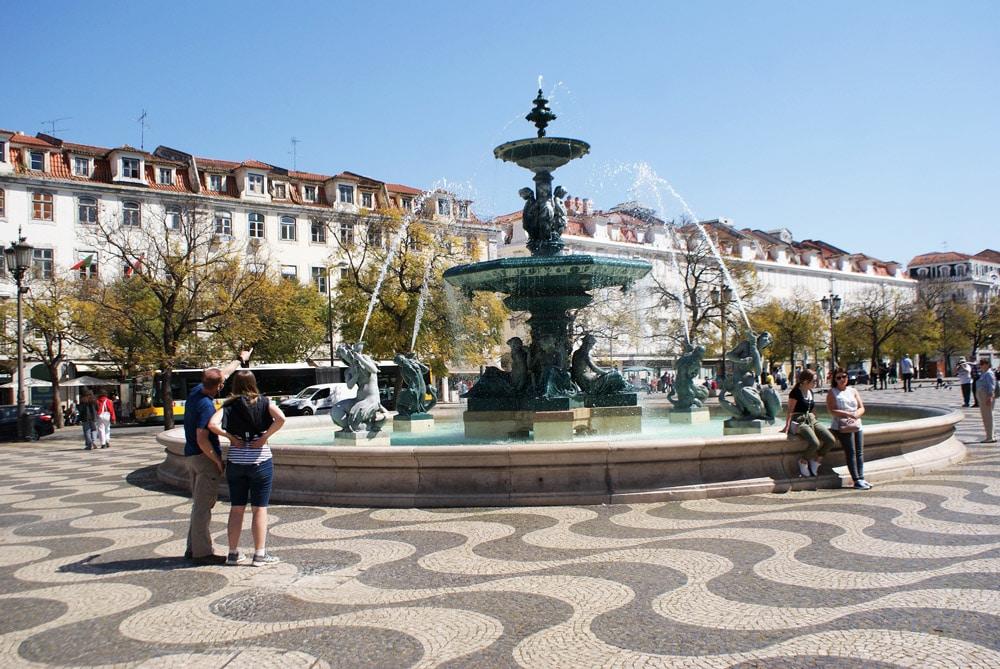 Fontaine de la place de Rossio dans le quartier de Baixa à Lisbonne.