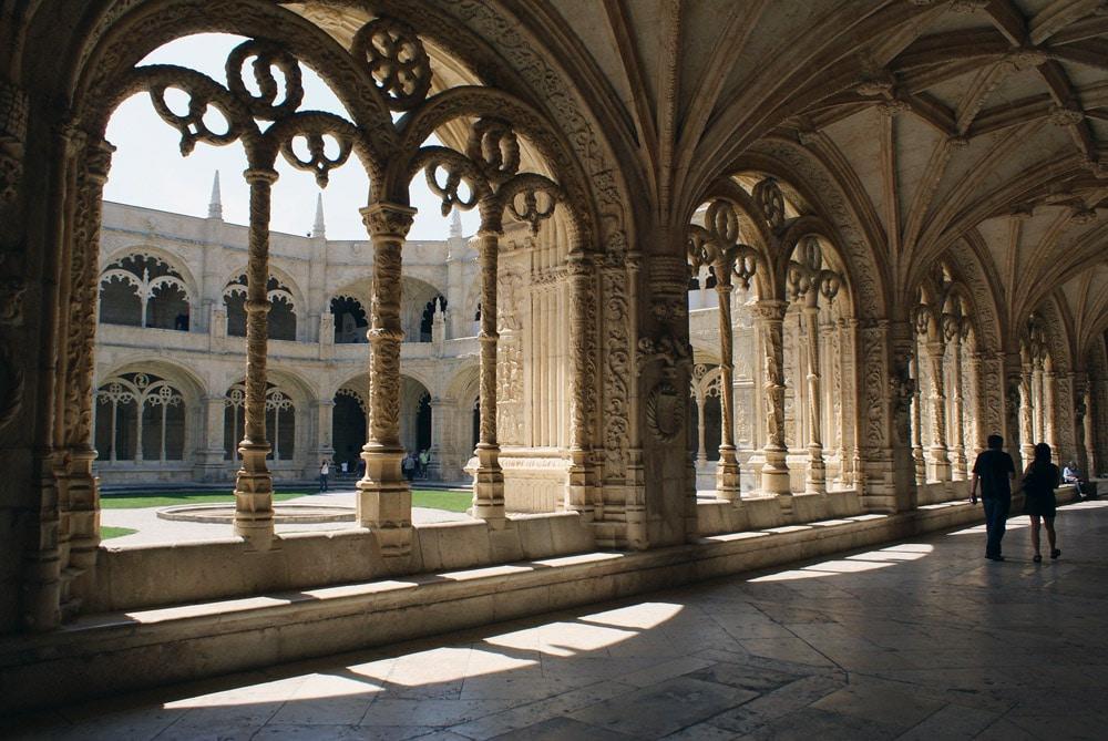 Monument à Lisbonne : Cloître du monastère des Hiéronymites dans le quartier de Belem.
