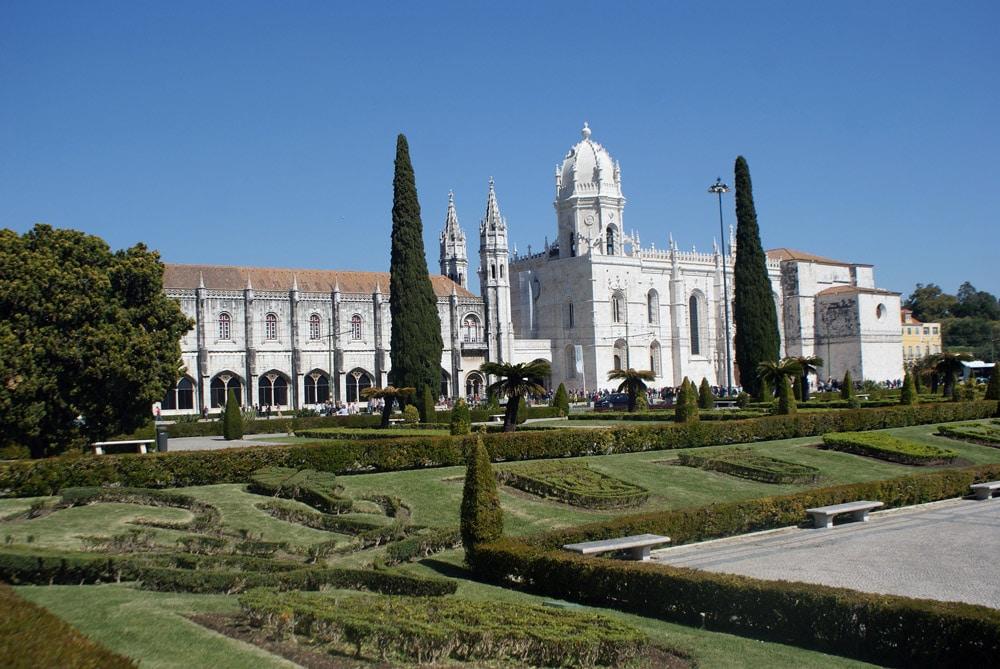 Praça do Império devant le monastère des Hiéronymites à Lisbonne.