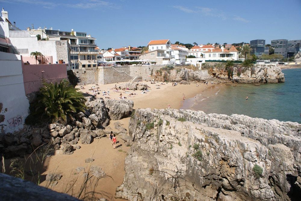 Praia da Rainha, une des plages de Cascais.