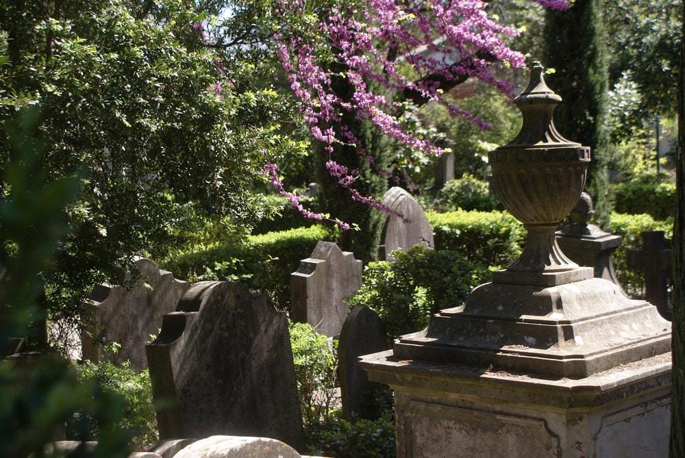 Cimetière anglais de Lisbonne au printemps.