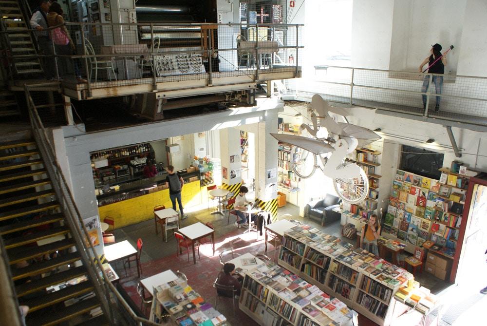 Librairie-imprimerie-café à la LX Factory à Lisbonne.