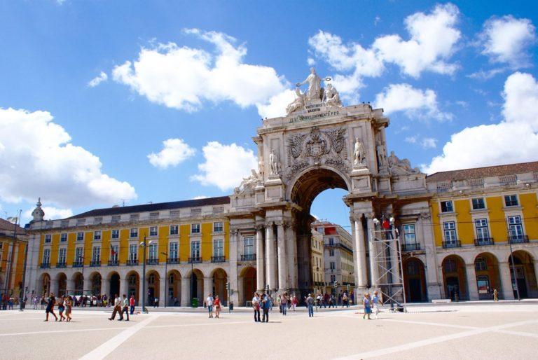 Quand venir à Lisbonne au Portugal ? Climat et météo à 7 jours. Photo de la Place du Commerce dans le quartier de Baixa.