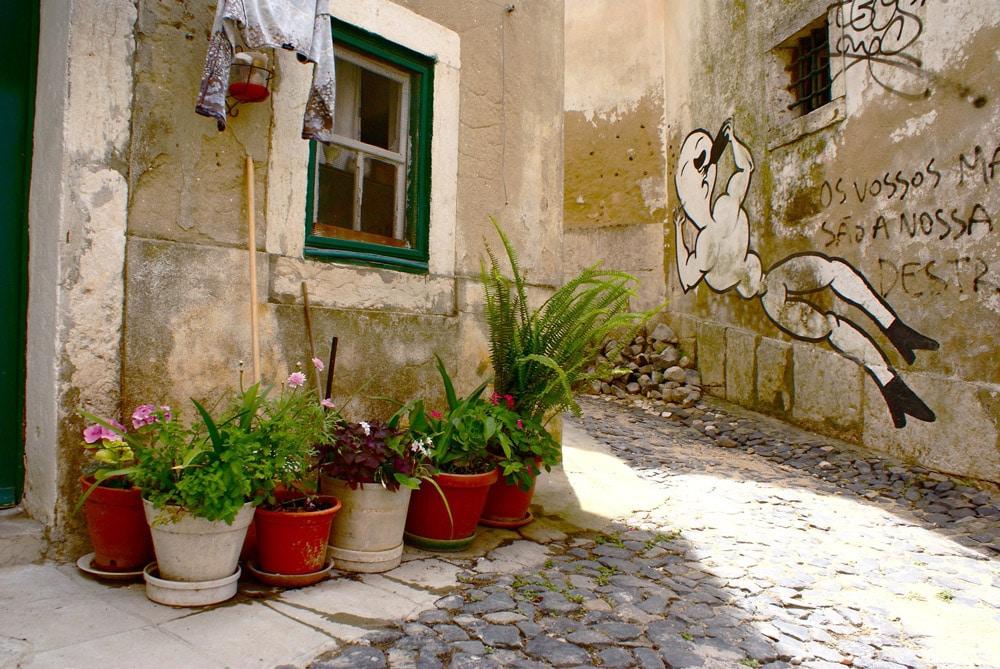 Street art à Lisbonne dans le quartier de Mouraria.