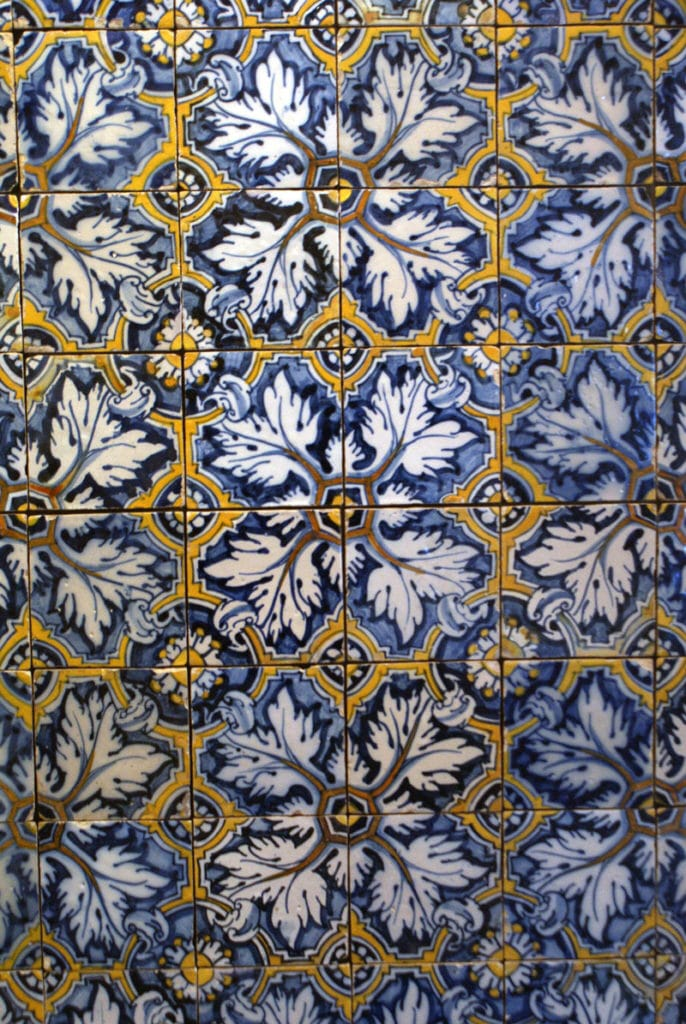 Faience de l'époque Renaissance inspiré des motifs arabes au Musée de l'Azulejo à Lisbonne