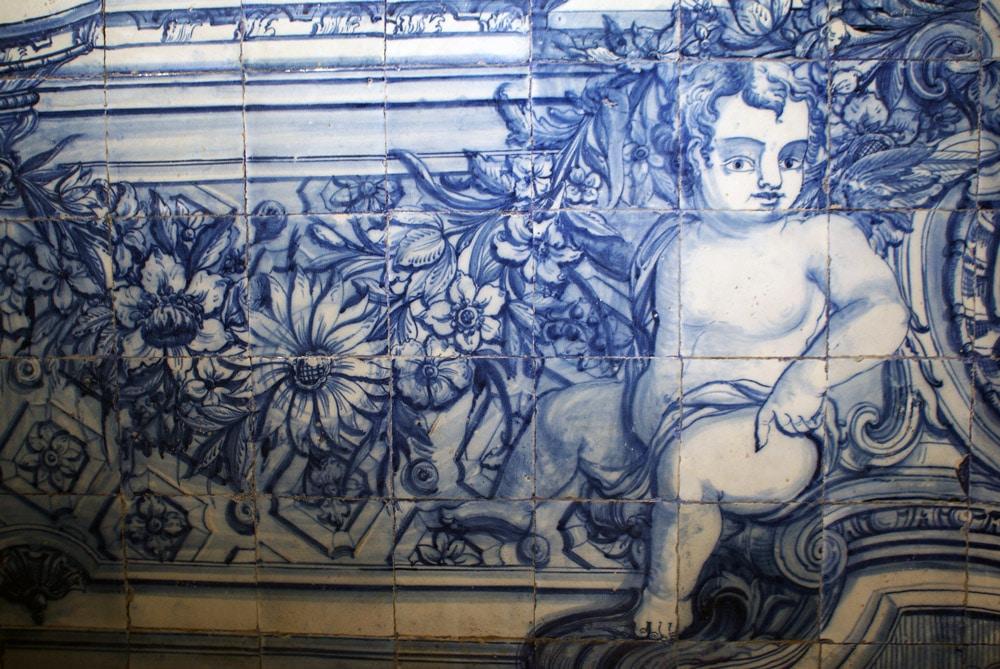 Azulejo à Lisbonne : Angelot grassouillet au milieu des fleurs.