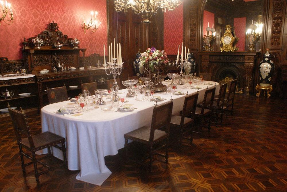 Salle à manger de la famille royale au Palais national d'Ajuda à Lisbonne