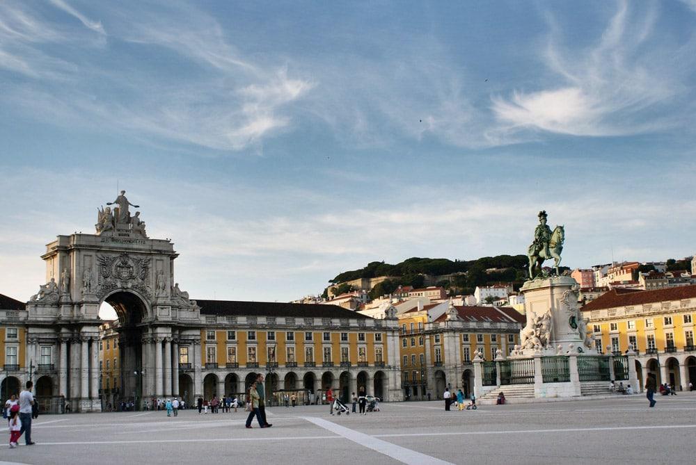 Place du commerce dans le quartier de Baixa à Lisbonne.