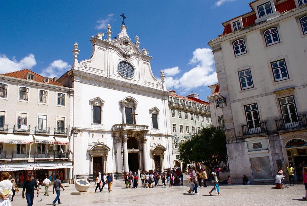 Place de São Domingos accolé à la place de Rossio à Lisbonne.