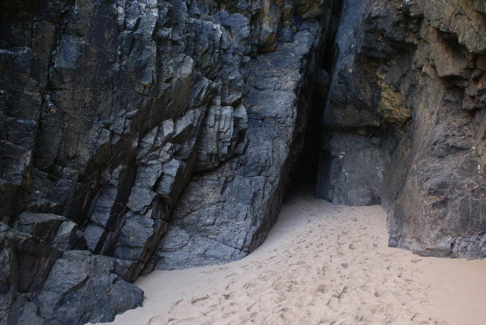 Caverne de la Plage de Praia da Adraga près de Sintra.