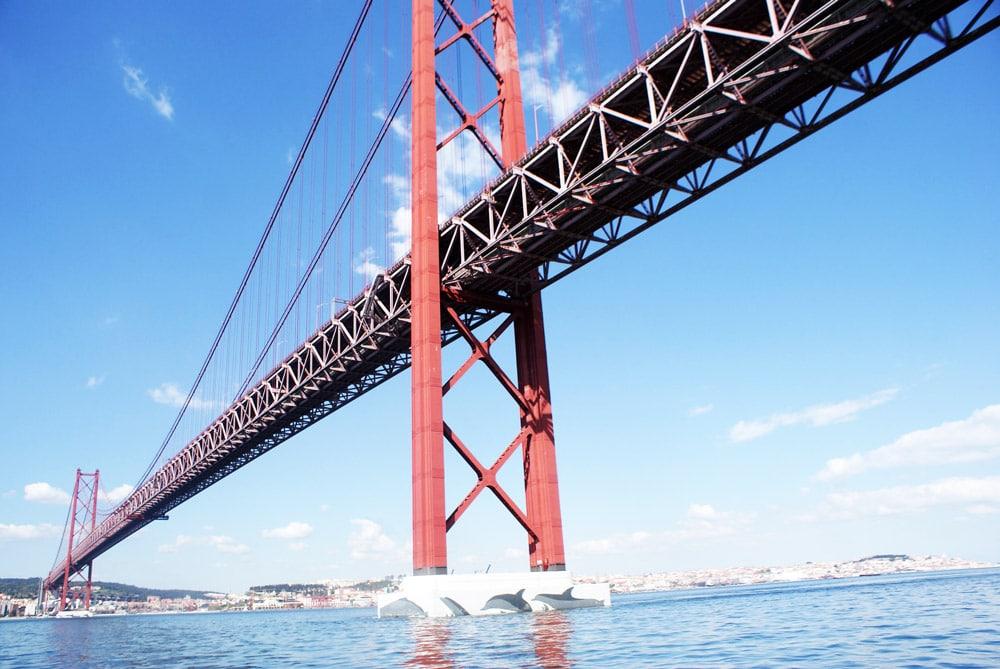 Pont du 25 avril à Lisbonne vu depuis un voilier.