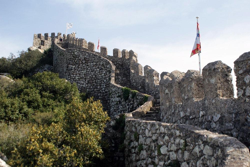 Le Château des Maures à Sintra à crête de colline.