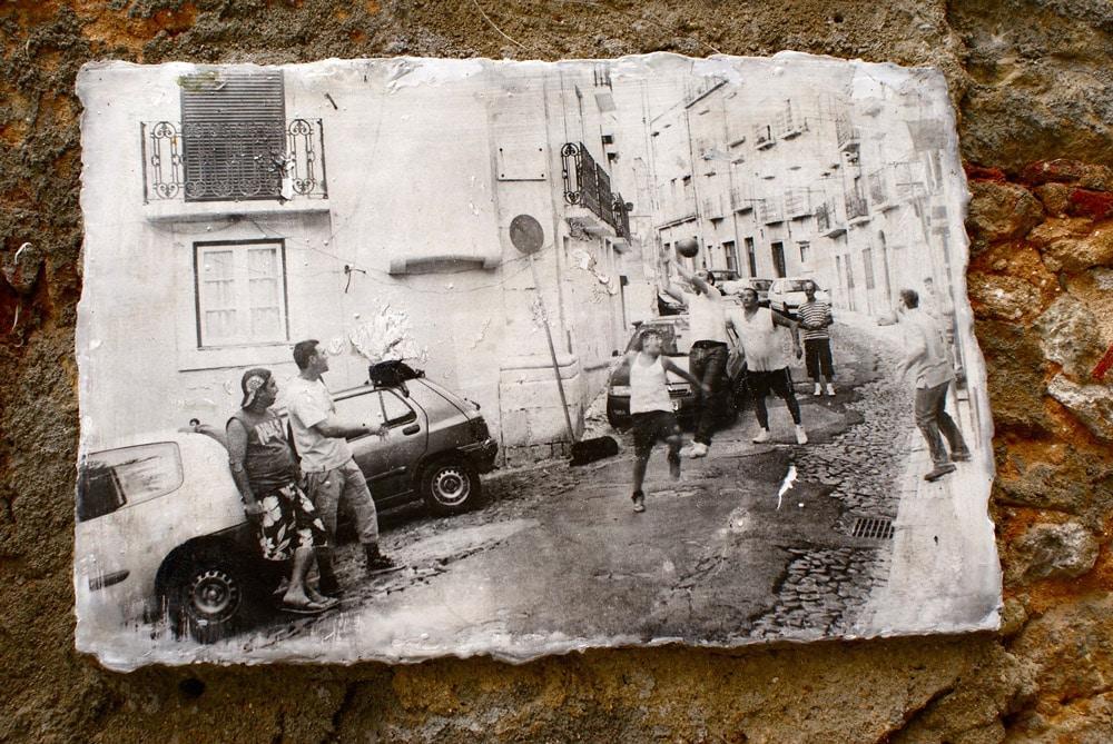 Photo de Camille Watson de l'Alfama populaire aujourd'hui de moins en moins visible...