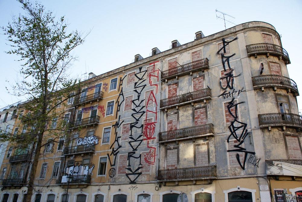 Street art dans le quartier de Cais do Sodré à Lisbonne
