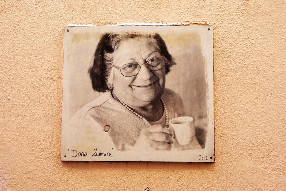 > Street art de Camilla Watson dans le quartier de la Mouraria à Lisbonne.