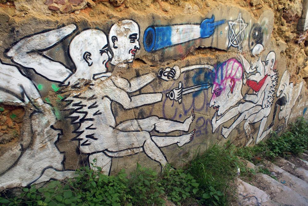 Urbex et street art dans les hangars désaffectés à Almada sur la rive sud de Lisbonne.