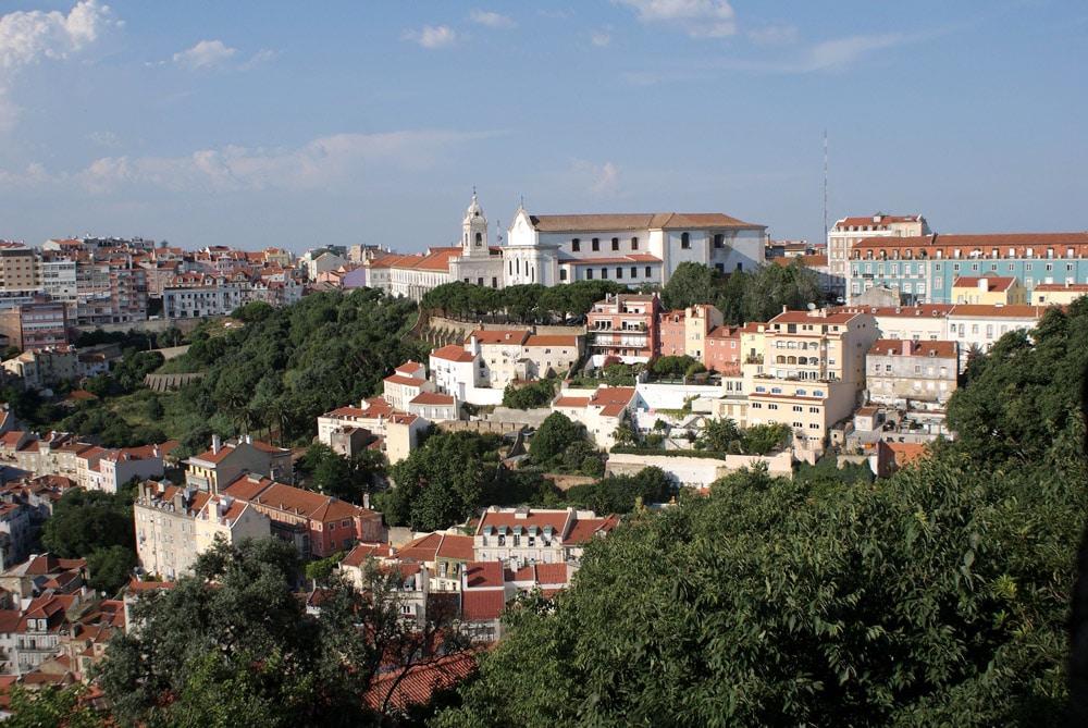 Vue sur la colline de Graça depuis le chateau de Lisbonne.