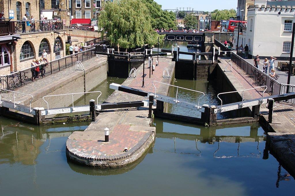 Ecluse du Regent's canal dans le quartier de Camden Town à Londres - Photo de Todd Huffman