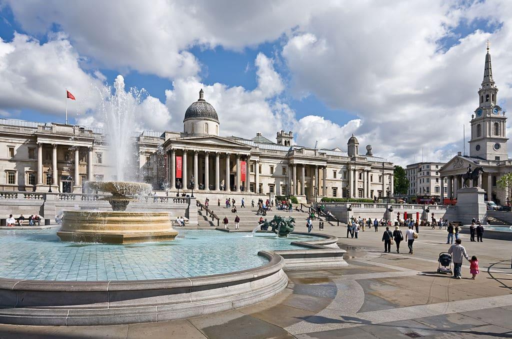 Place de Trafalgar square à Londres - Photo de David Iliff License CC-BY-SA-3.0