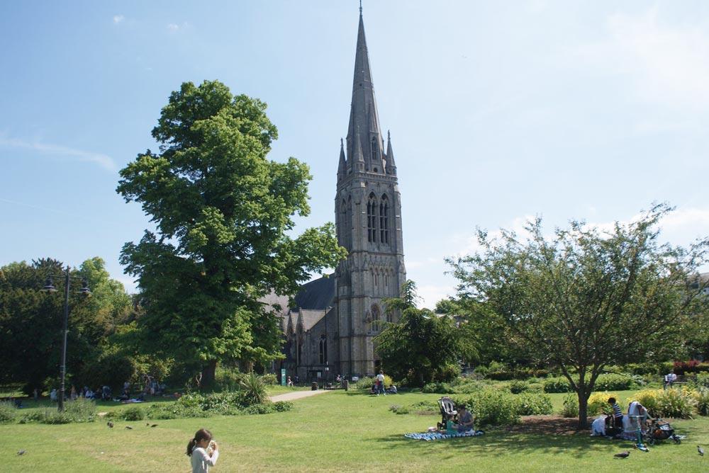 The Old Church dans le Clissold Park, quartier de Stoke Newington à Londres.