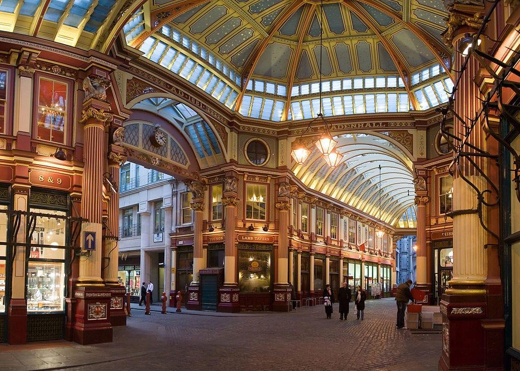 Marché couvert de Leadenhall Market dans le quartier de la City à Londres - Photo de DAVID ILIFF. License: CC BY-SA 3.0