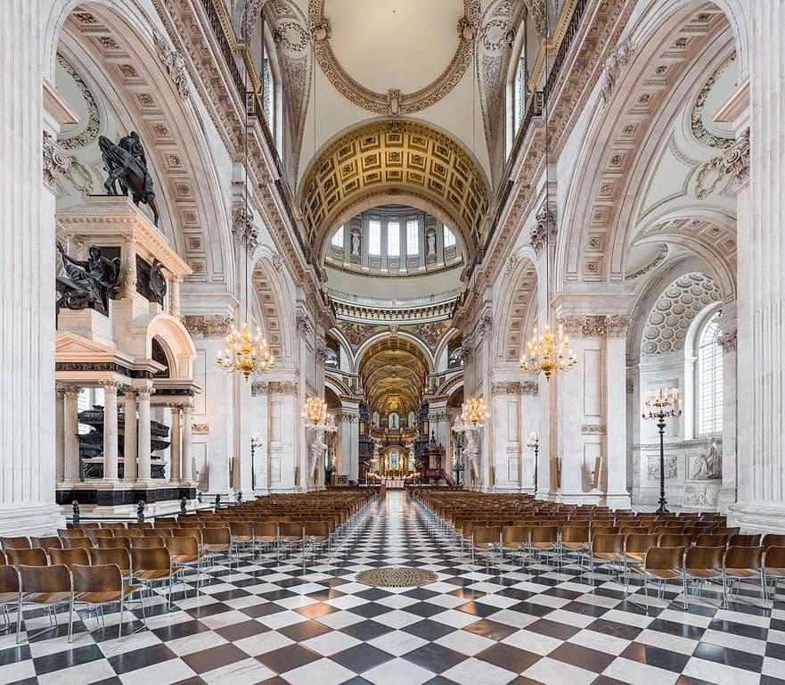 A l'intérieur de la Cathedrale Saint Paul de Londres dans la City - Photo de David Iliff