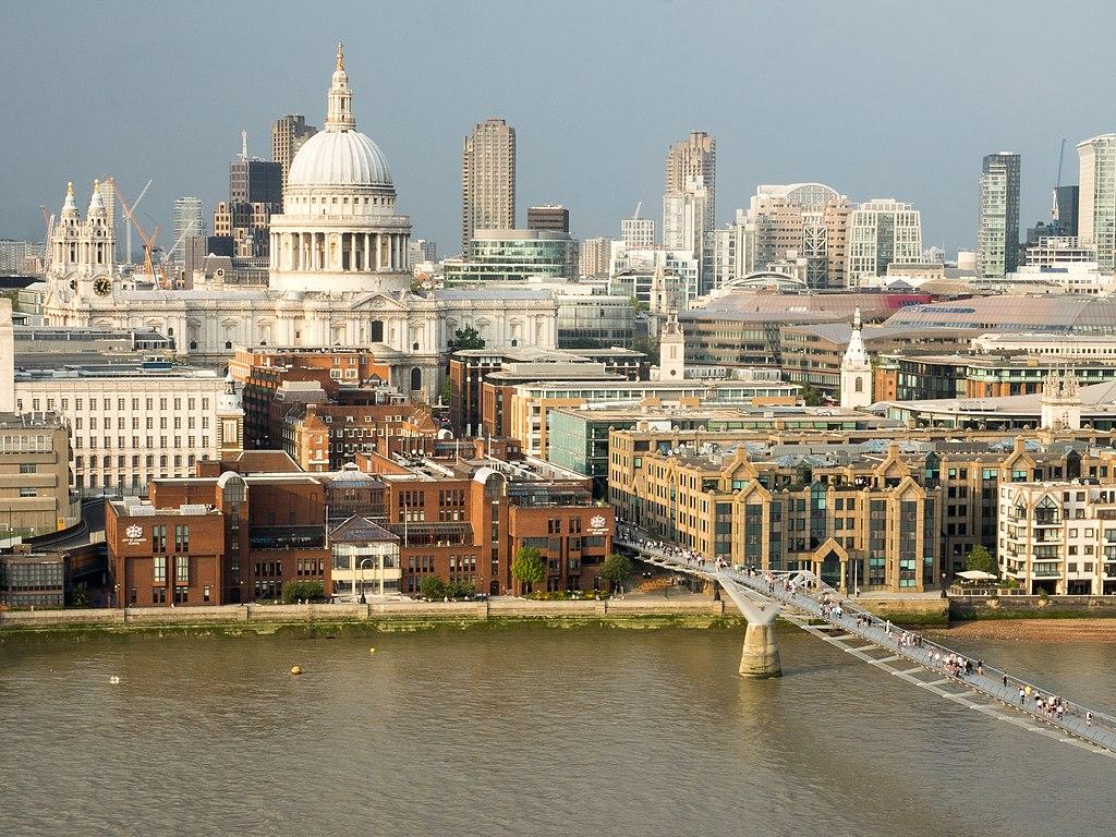 Panorama du quartier de la City à Londres avec la cathédrale Saint Paul à Londres - Photo d'Ajay Suresh