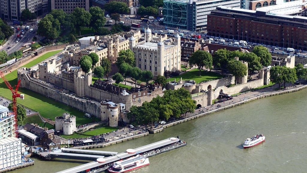 Vue aérienne de la Tour de Londres dans le quartier de la City - Photo de Rafa Esteve