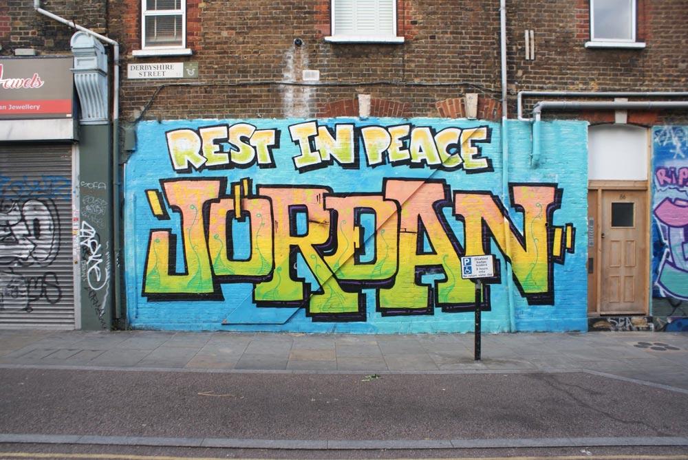 "Graffiti ""RIP Jordan"" dans le quartier de Bethnal Green à Londres."