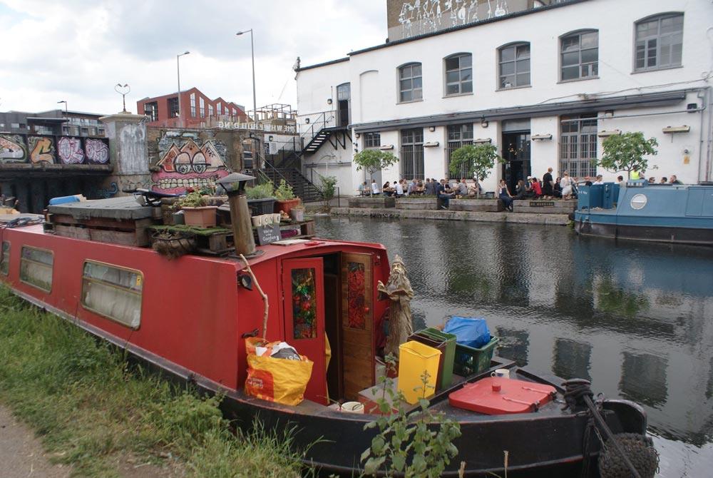 Crate - Pizzeria et microbrasserie de l'autre côté du canal dans le quartier de Hackney Wick à Londres.