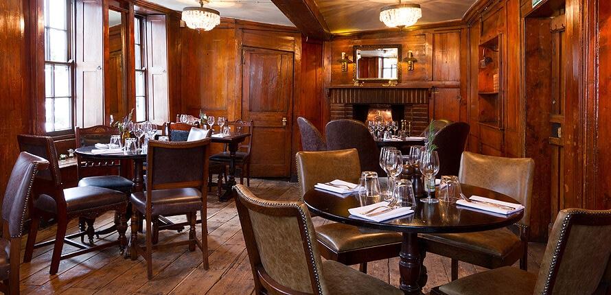 Dans le pub The Spaniards à Hampstead, au nord de Londres.
