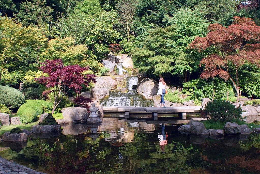 Jardin japonais dans Holland Park, quartier de Kensington à Londres.