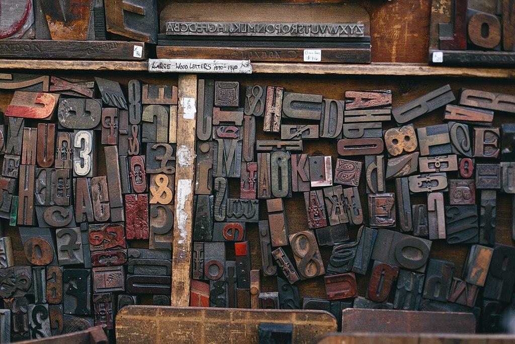 Lettre d'imprimerie sur le marché d'antiquaires de Portbello Road à Londres - Photo de Bruno Martins