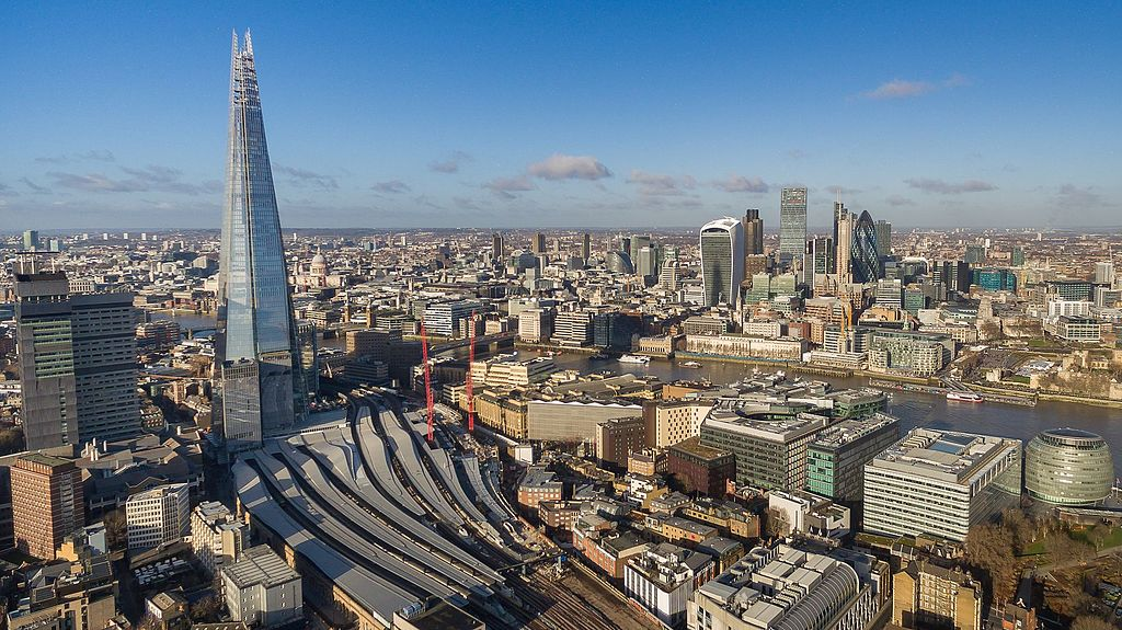 Gratte-ciel The Shard dans le quartier de Southwark à Londres - Photo de Dronepicr