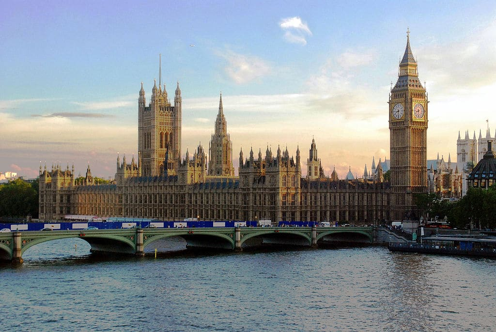 Vue sur le Parlement britannique et Big Ben dans le quartier de Westminster à Londres - Photo de Mike Gimelfarb