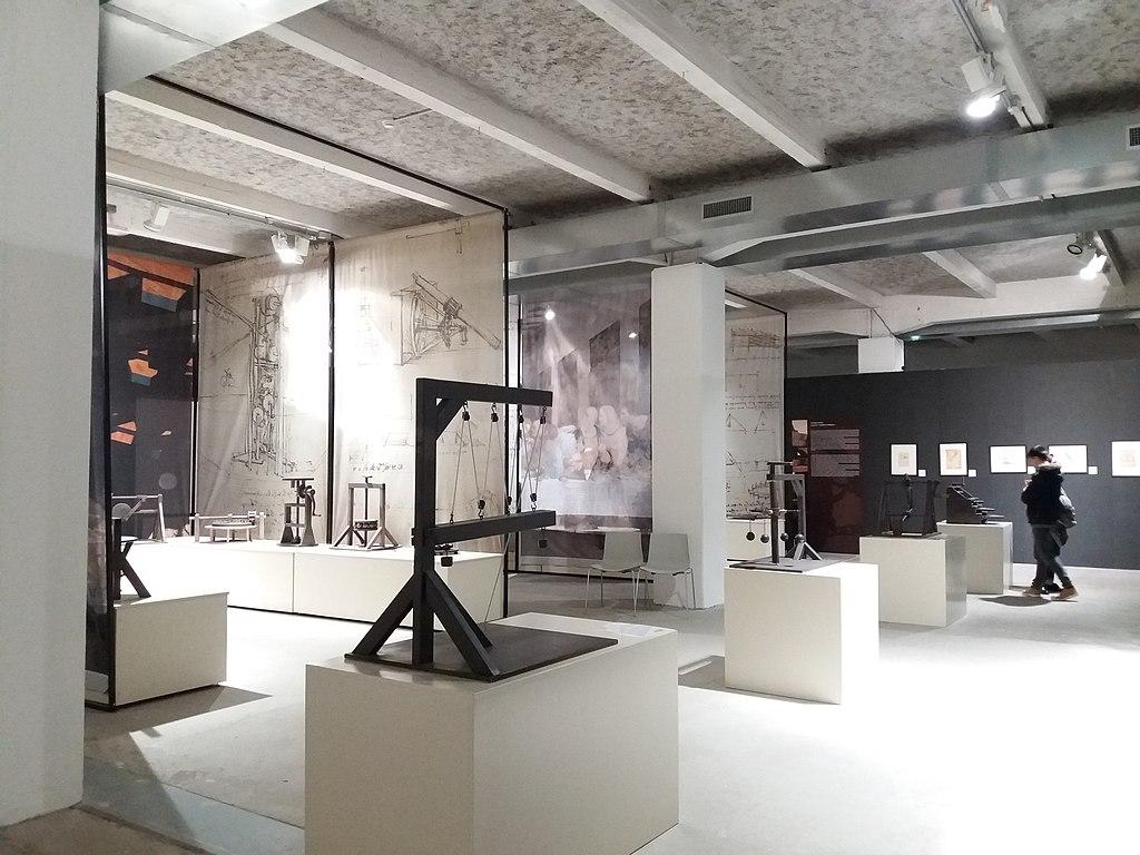 A l'intérieur de la Sucrière, lieux d'expos dans le quartier de Confluence à Lyon - Photo de Romain Behar