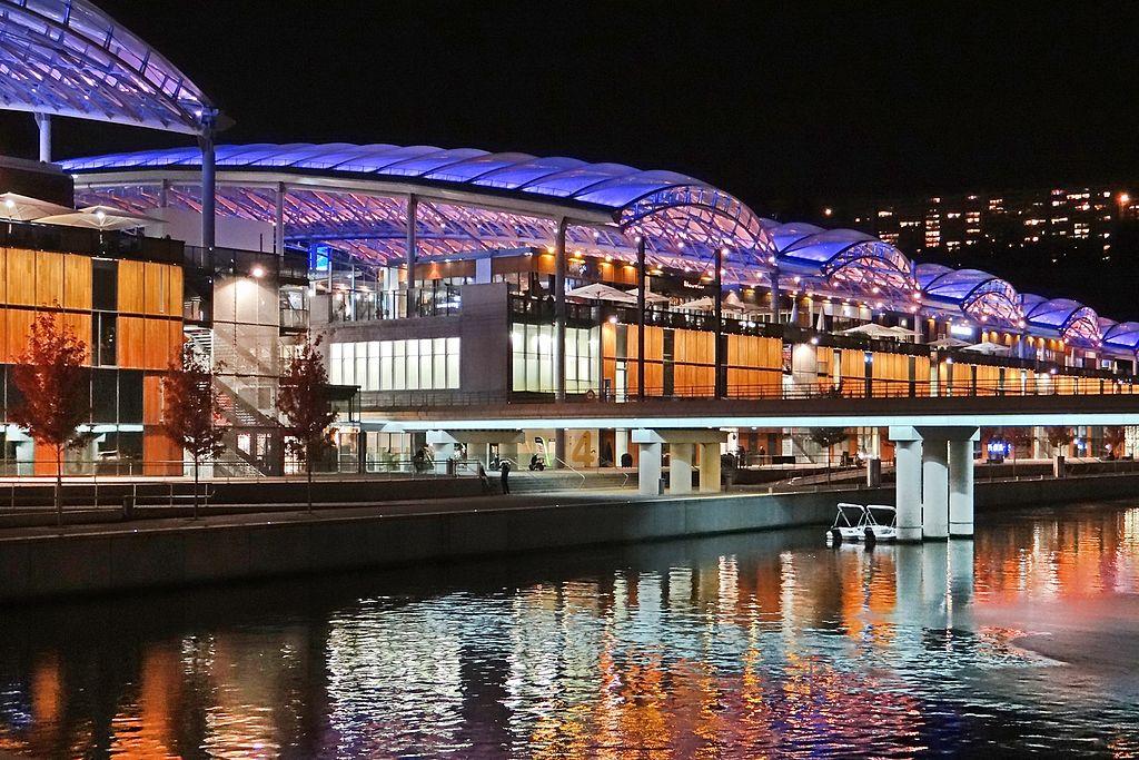 Centre Commercial de la Confluence à Lyon côté pôle nautique. Photo de Jean Pierre Dalbéra