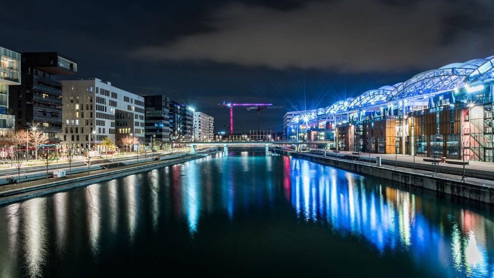 Darse, marina ou pôle nautique de Confluence de nuit à Lyon. Photo de Marina Ludovic Charlet