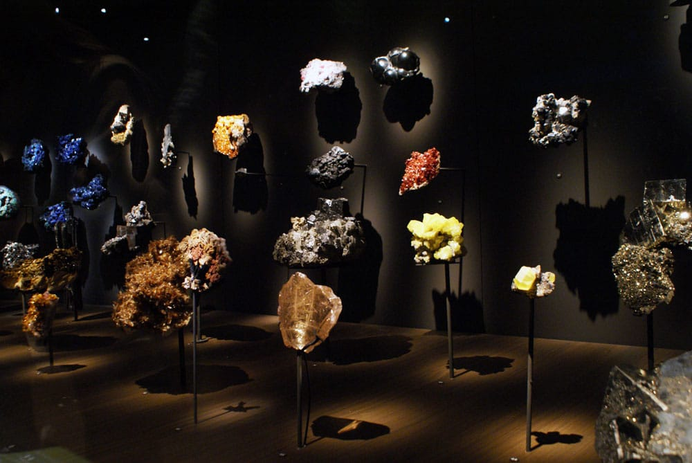 Collection de minéraux dans le Musée de la Confluence à Lyon.