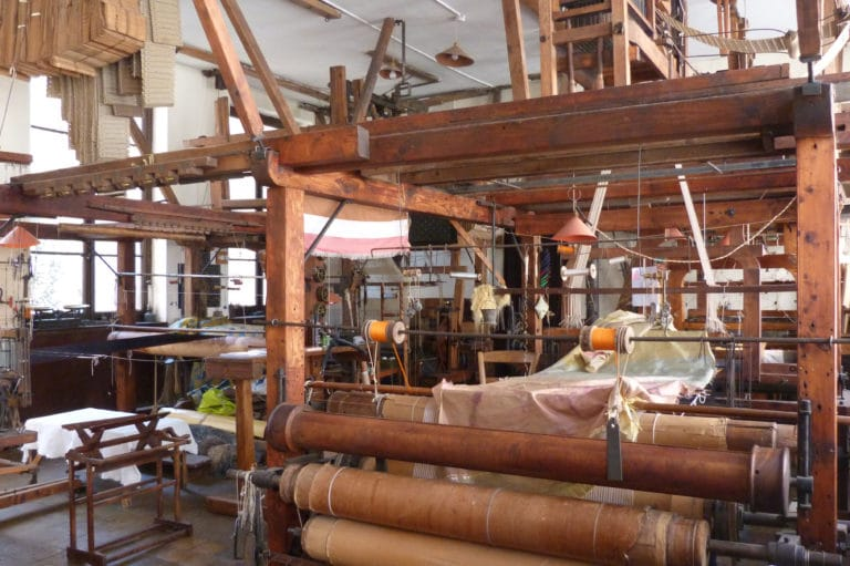 Visite de l'atelier Mattelon organisée par la Maison des canuts dans le quartier de la Croix Rousse à Lyon.