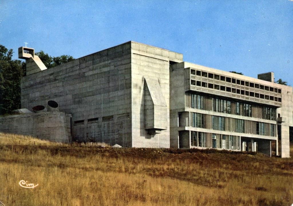 Couvent de la Tourette à Eveux près de Lyon par l'architecte suisse Le Corbusier.