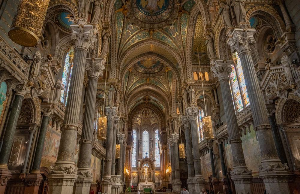A l'intérieur de la plus somptueuse église de Lyon : La Basilique de Fourvière - Photo de Mike Benna