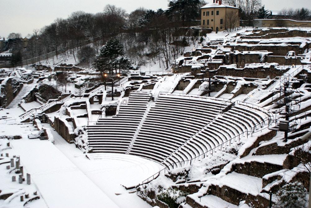 Théâtre Gallo-romain de Fourvière à Lyon sous la neige.