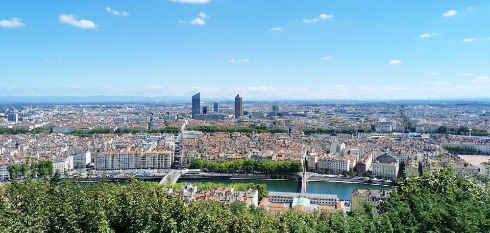 Vue sur Lyon depuis l'esplanade de la Basilique de Fourvière : L'une des plus spectaculaires et des plus visitées. Photo de Valentina Paurevic